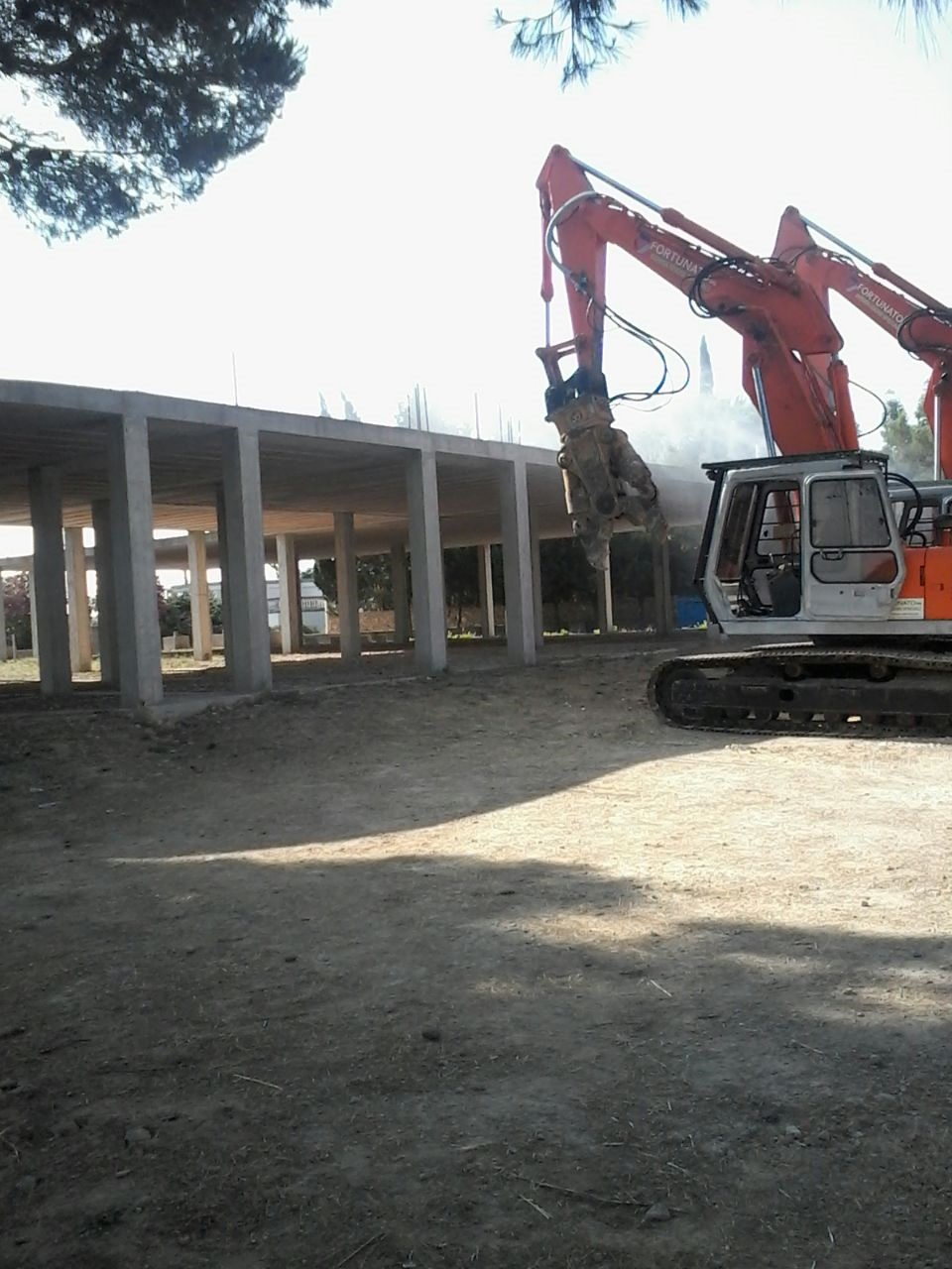 Foto demolizione corriere salentino for Leccearredo