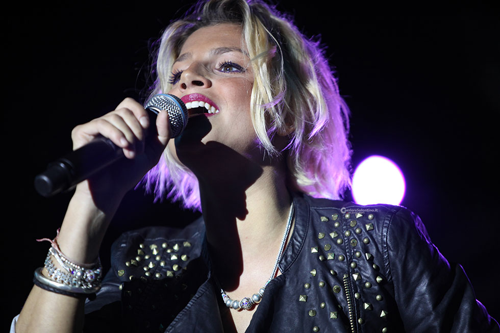 Emma Marrone è corsa da una sua fan in coma: