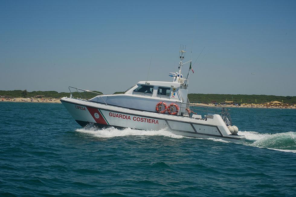 Guardia costiera, soccorse tre donne in difficoltà e un'imbarcazione in avaria