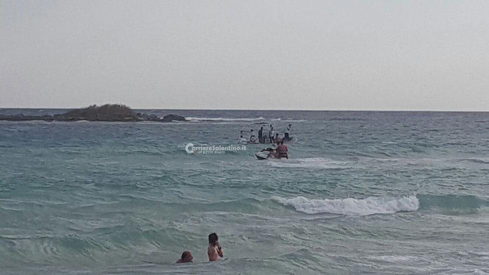 PORTO CESAREO - Sparito tra le onde: turista muore in mare