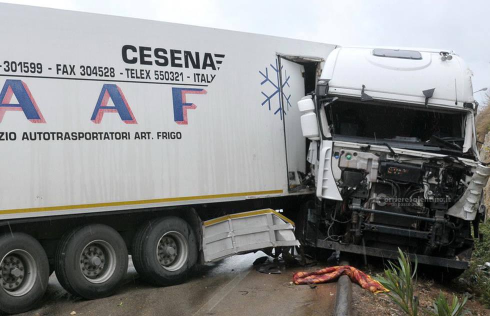 Incidente camion vicolo 1 corriere salentino for Leccearredo