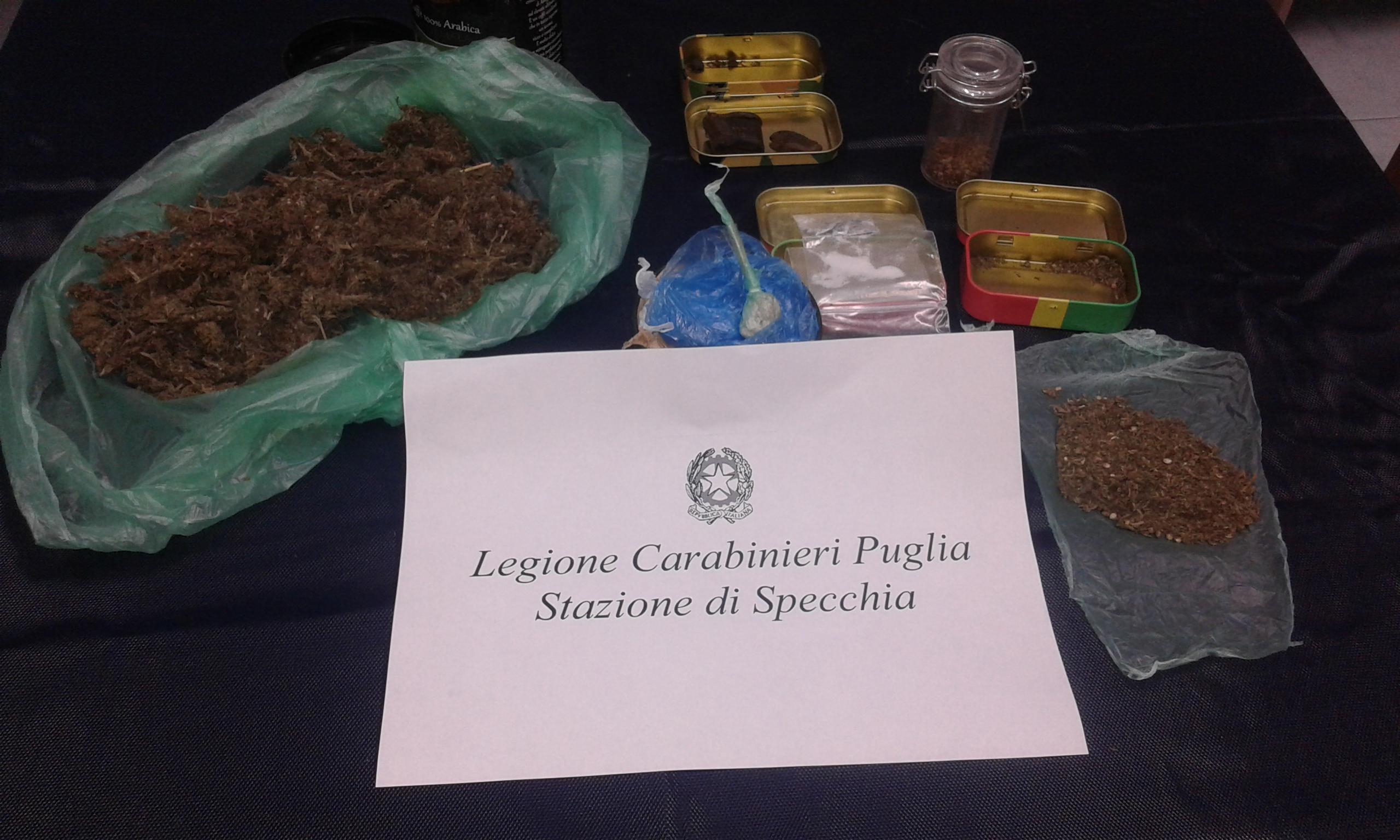 Eroina e marijuana in auto: fuggono alla vista dei carabinieri