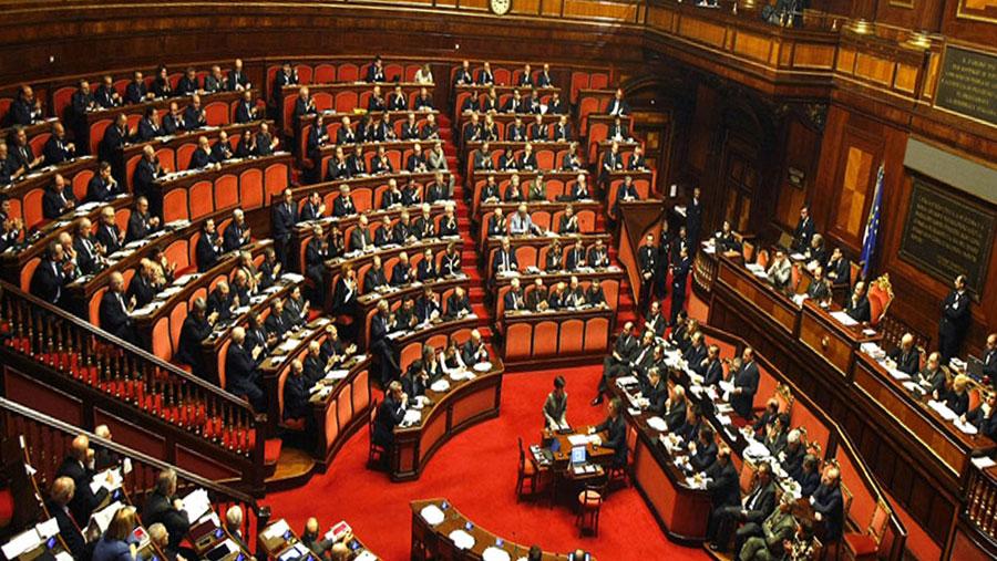 Corsa al parlamento un gioco a scacchi con i sondaggi in mano for Il parlamento italiano