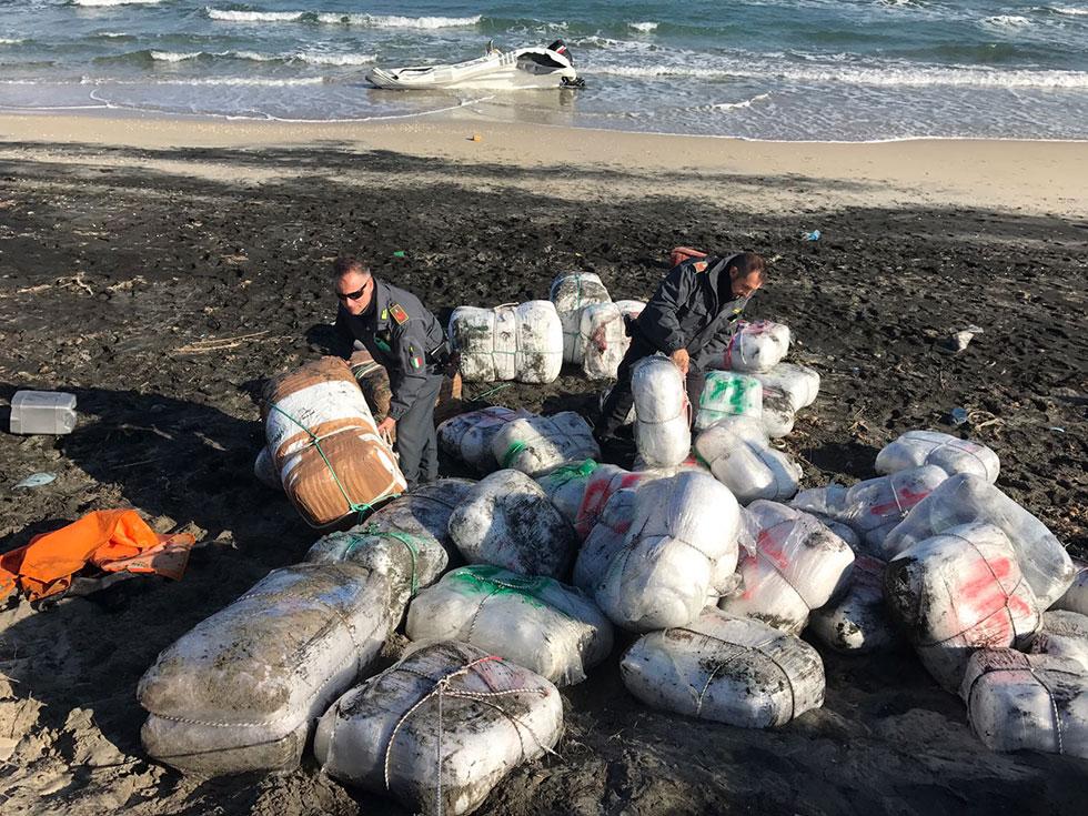 Maxi sequestro di droga, sul litorale adriatico oltre 760 kg di marijuana