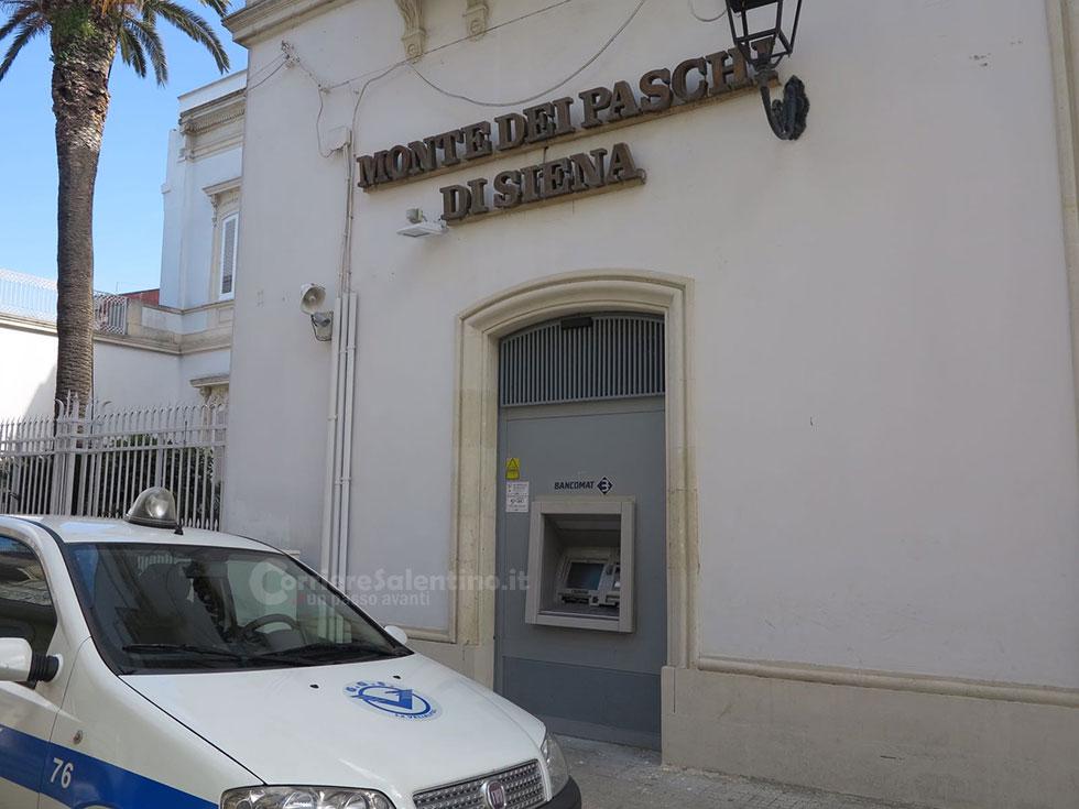 Colpo da 90mila euro, malviventi fuggono con la cassa del bancomat