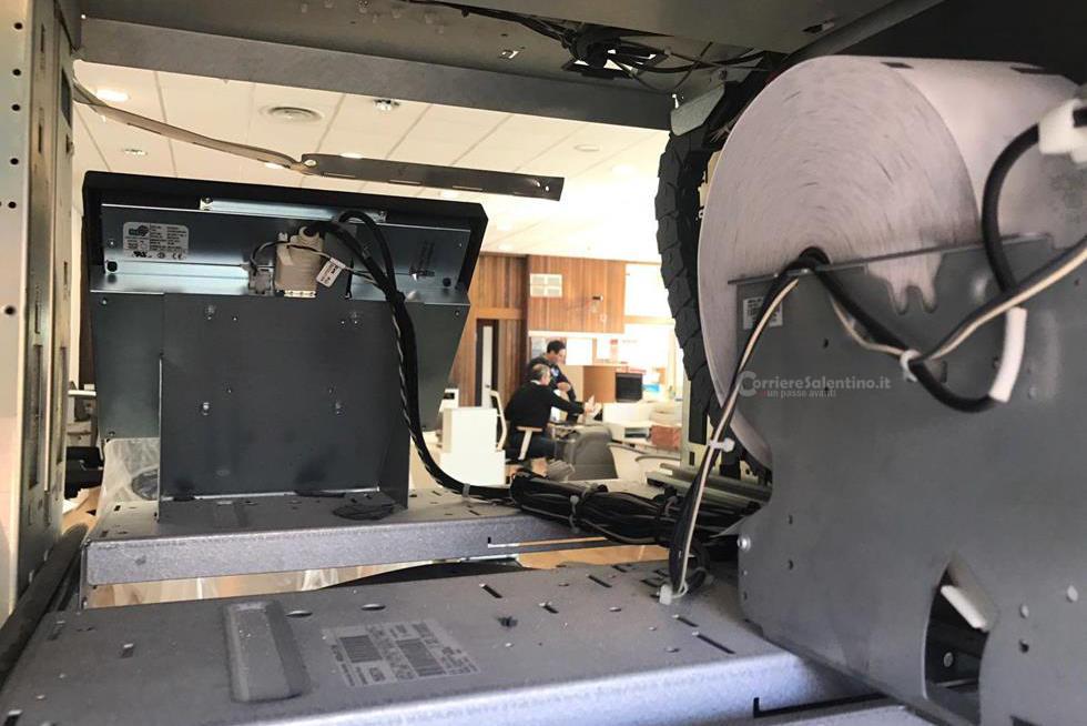 Assalto all'Unicredit di Veglie, due bancomat in aria con l'acetilene