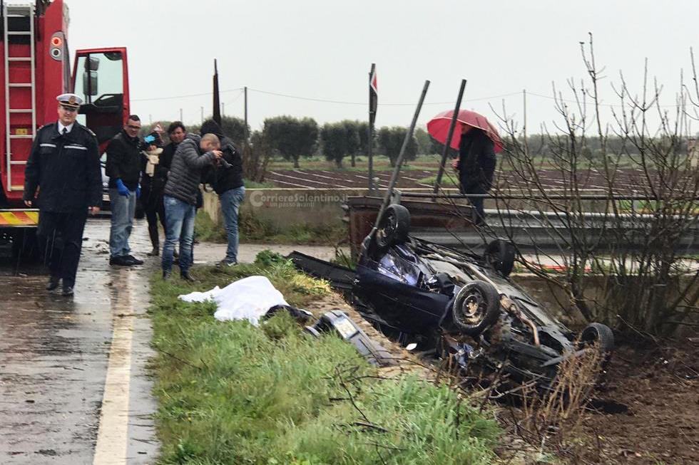 Perde il controllo dell'auto e si ribalta, muore 44enne di Nardò