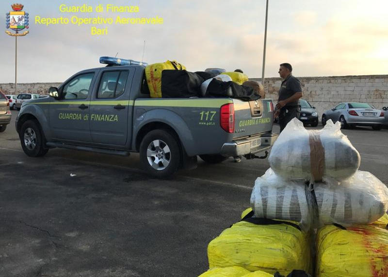 Droga, Gdf sequestra in Salento 650 kg di marijuana