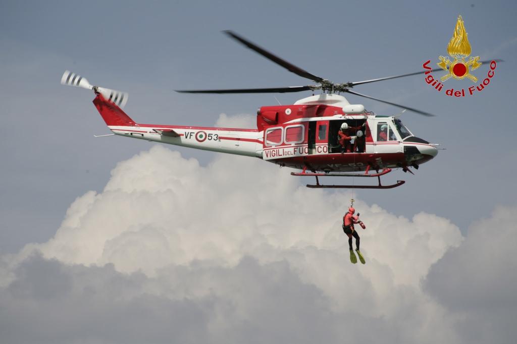 Elicottero Vigili Del Fuoco Verde : Segnalazione di un ultraleggero precipitato in mare