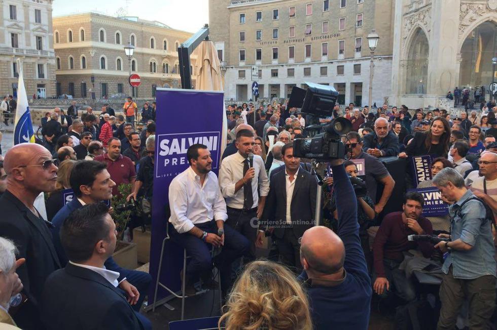 Salvini in Puglia, tensioni a Lecce tra anarchici e forze dell'ordine