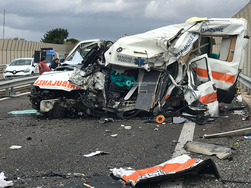 Statale 101 Lecce-Gallipoli. Scontro tra un'ambulanza e un tir due morti