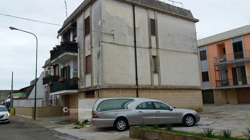 Tragedia a Surano: cade dal terrazzo, 60enne muore sul colpo