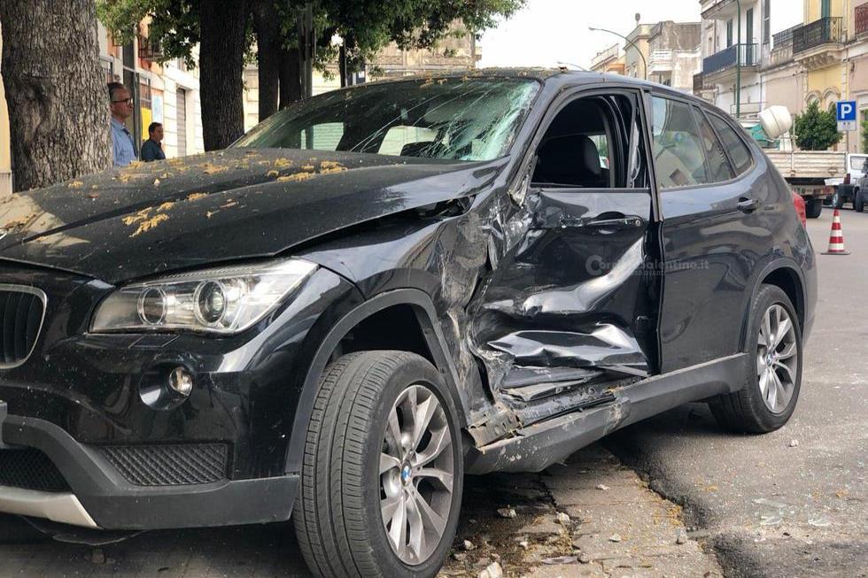 Col furgone contro un muro: muore a 32 anni un elettricista