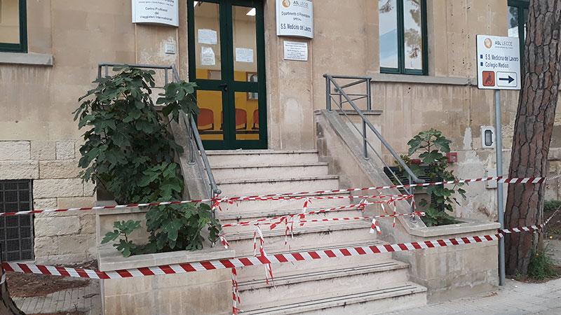 Plafoniere Sospese Per Ufficio : Crolla il solaio nel ufficio delle vaccinazioni a lecce corriere