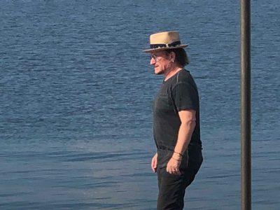 Bono Vox al Marechiaro ammira l'orizzonte